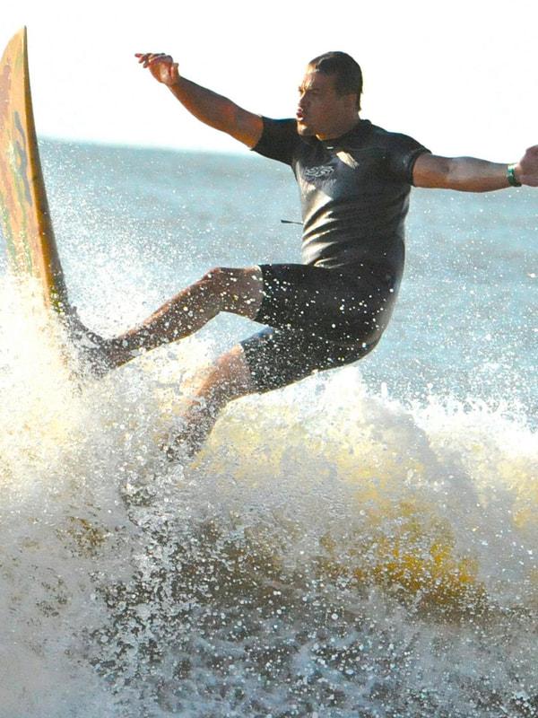 Michael-Lisiewski-surfing
